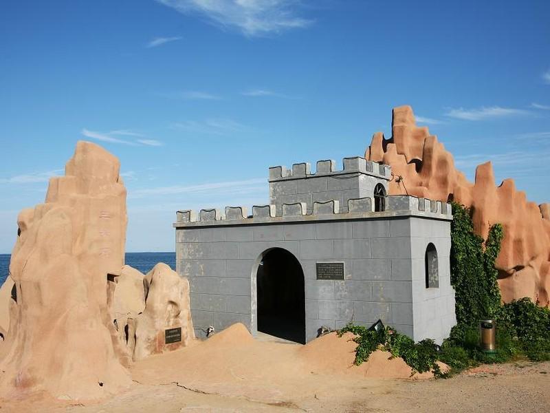 >南戴河仙螺岛风景区   [· ]  景区介绍: 南戴河仙螺岛游乐中心,是以