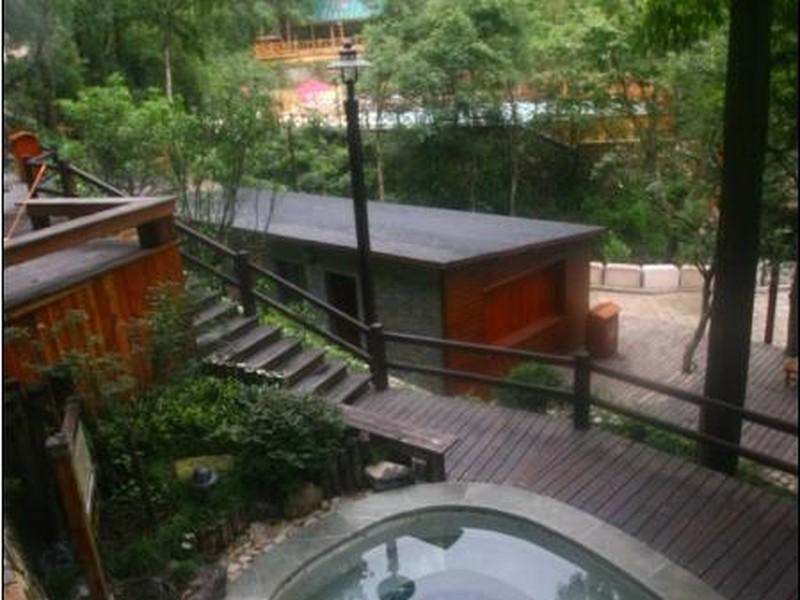 森林中的房子阳台