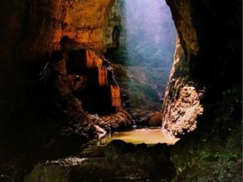 香火岩峡谷风景区位于开阳县城南的禾丰乡,面积12平方千米,景区内